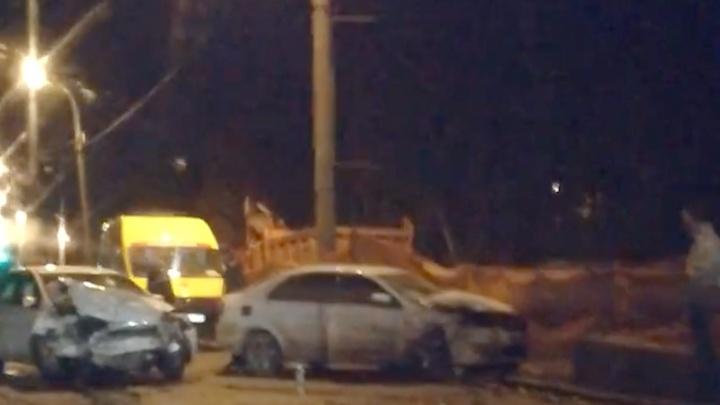 Лобовое ДТП у «Макдоналдса»: на Стара-Загоре столкнулись Skoda и Ford