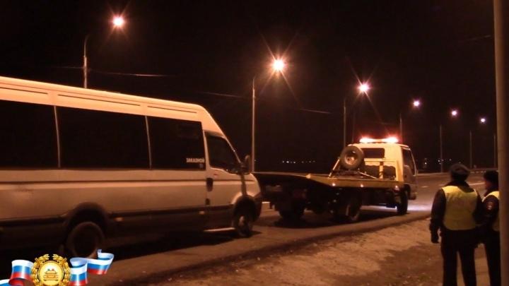 Пьяный водитель вел автобус из аэропорта в Красноярск с 9 пассажирами