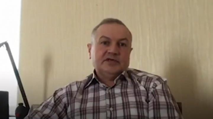 «Уезжаю либо в дворники»: южноуральский преподаватель после жалобы на зарплату остался без работы
