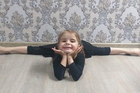 Девочка занимается спортом с 3,5 лет