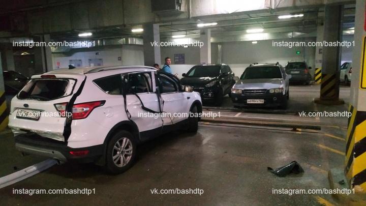 На парковке в уфимском торговом центре прогремел взрыв