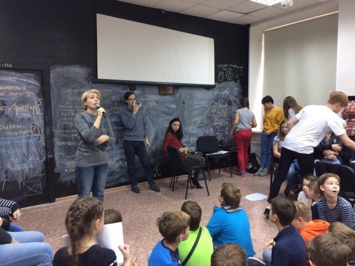 Светлана Гольцер во время встречи со школьниками, на которой объявила о своём уходе