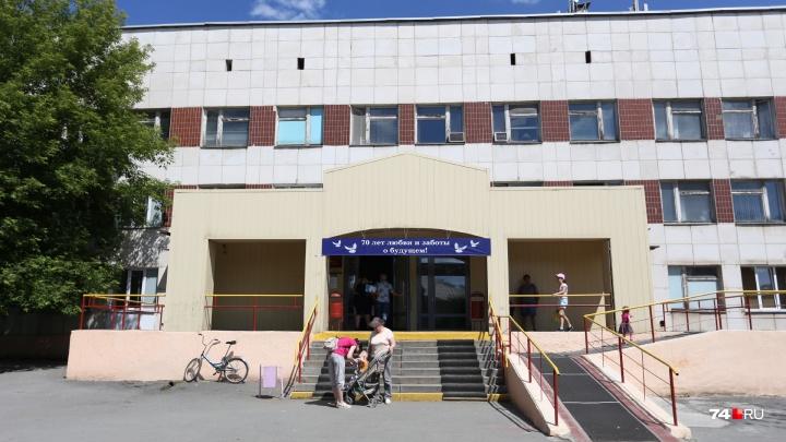 Челябинскую больницу обязали пересчитать зарплату врачам за два года