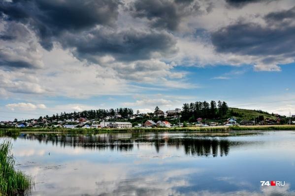 Пригороды Челябинска — край тысячи озер, поэтому водоём будет почти наверняка. Вопрос лишь в том, насколько удобный