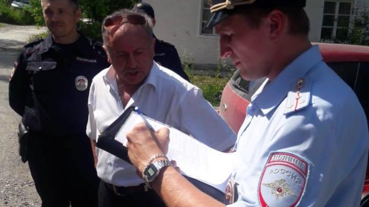 В Свердловской области задержали пенсионера, который хотел установить памятную табличку Никсону