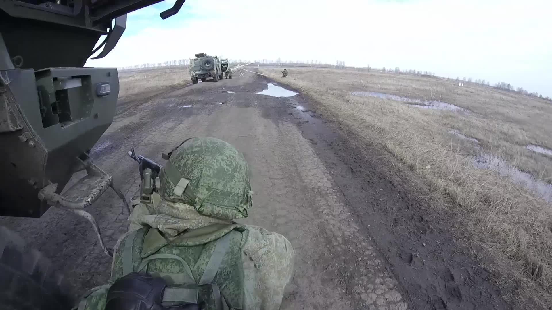 Военные обстреляли условного противника