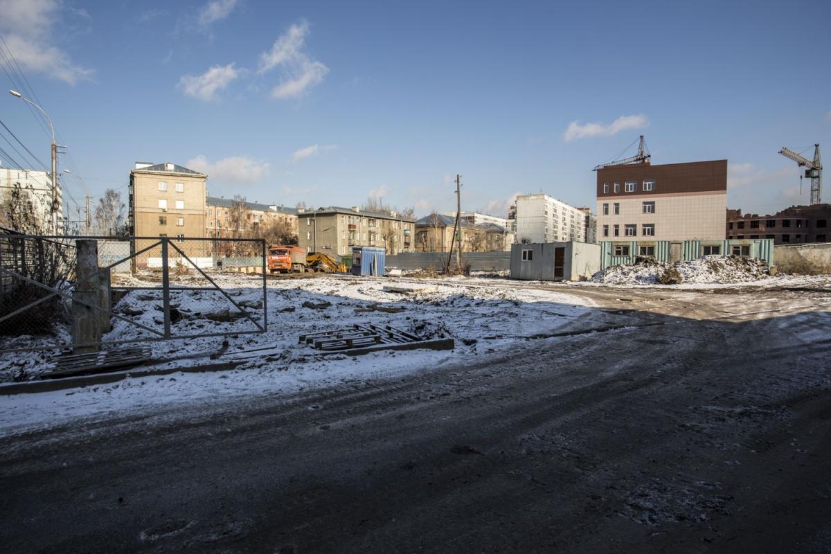 На строительной площадке на улице Красина