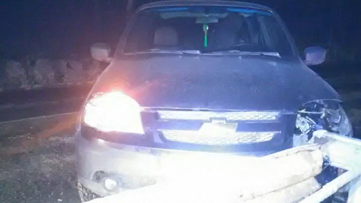 На башкирской трассе автомобиль врезался в ограждение