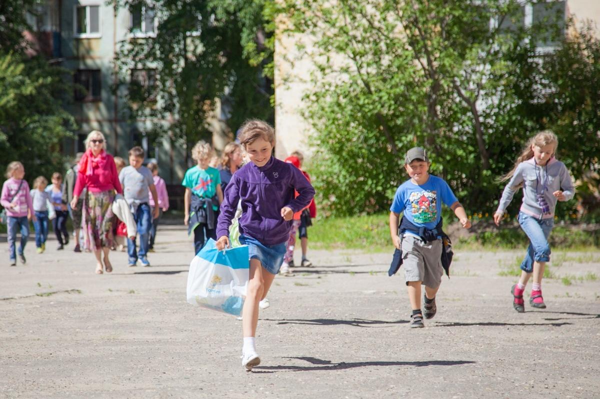 В лагерь дети могут приехать без теплой одежды, а она нужна даже летом