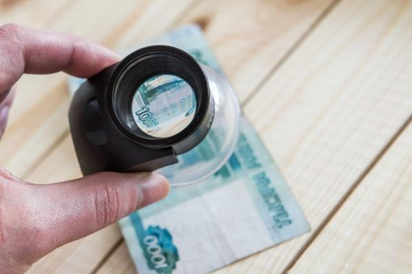 Банкноты образца 1997 года постепенно ветшают и выходят из оборота, но срок обращения купюр крупных номиналов достаточно длителен, поэтому важно знать признаки подлинности, уверены в банке