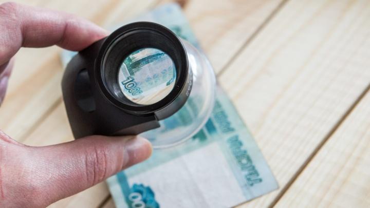 Пересчитали фальшивки: в Новосибирске нашли поддельные банкноты на 1,3 миллиона