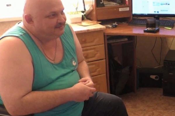 Сергей Василенко — инвалид II группы. В 2018 году он получил сертификат на покупку жилья в рамках программы переселения из районов Крайнего Севера