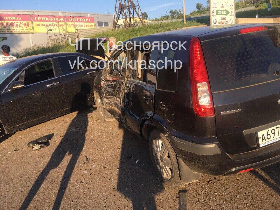ВКрасноярске нетрезвый шофёр «скорой помощи» устроил тройное ДТП