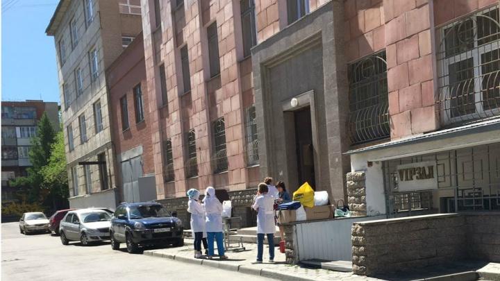 «Что за антисанитария!»: в челябинском вузе возмутились выездными осмотрами врачей на работе