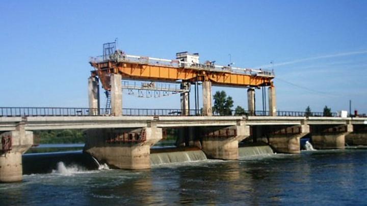 Мужчина прыгнул в реку с плотины Назаровской ГРЭС