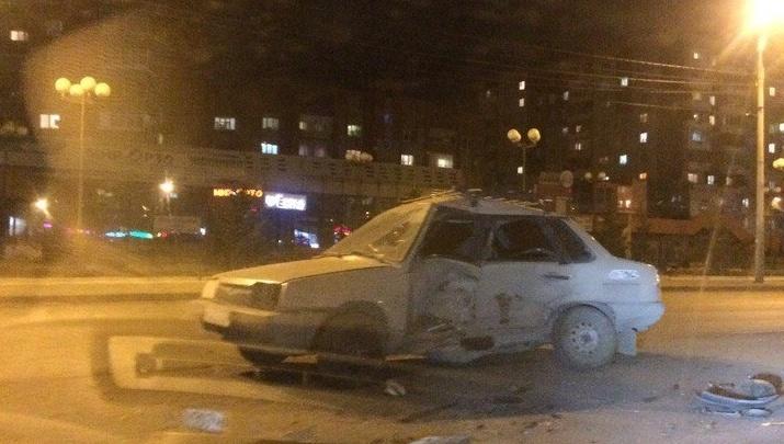 Новичок на ВАЗе резво вылетел из двора и изуродовал авто в массовой аварии