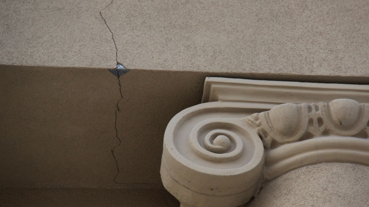 Заставят переделать: по свежему ремонту консерватории разошлись трещины после морозов