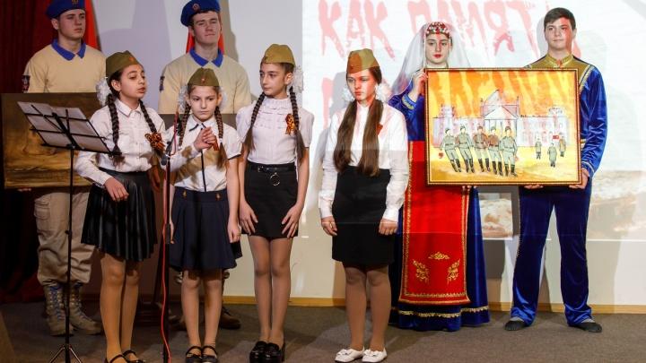 Пронзительный взгляд и танцы у Рейхстага: Волгоград принял в дар картины о войне и Победе