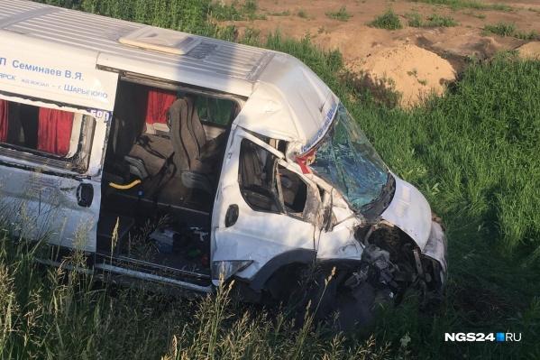 В аварии пострадало 9 человек из 13