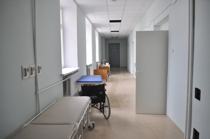 По словам врача, оказать помощь умирающей женщине должна была бригада скорой