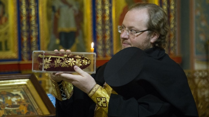 Башмачок чудотворца Спиридона подарили монастырю в Красноярске
