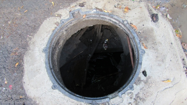 Трое жителей Кургана осуждены за кражу восьми канализационных люков