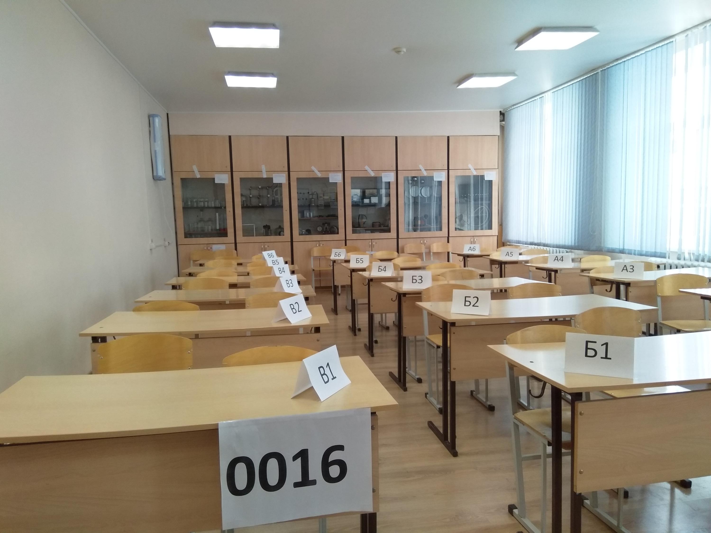 Экзамен сдавали 12 человек