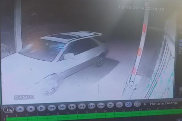Машина, сбившая мужчину, попала на видеозапись