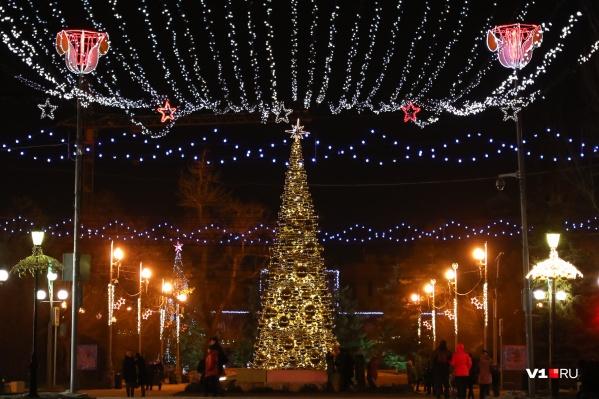Уже скоро город украсит россыпь новогодних огней