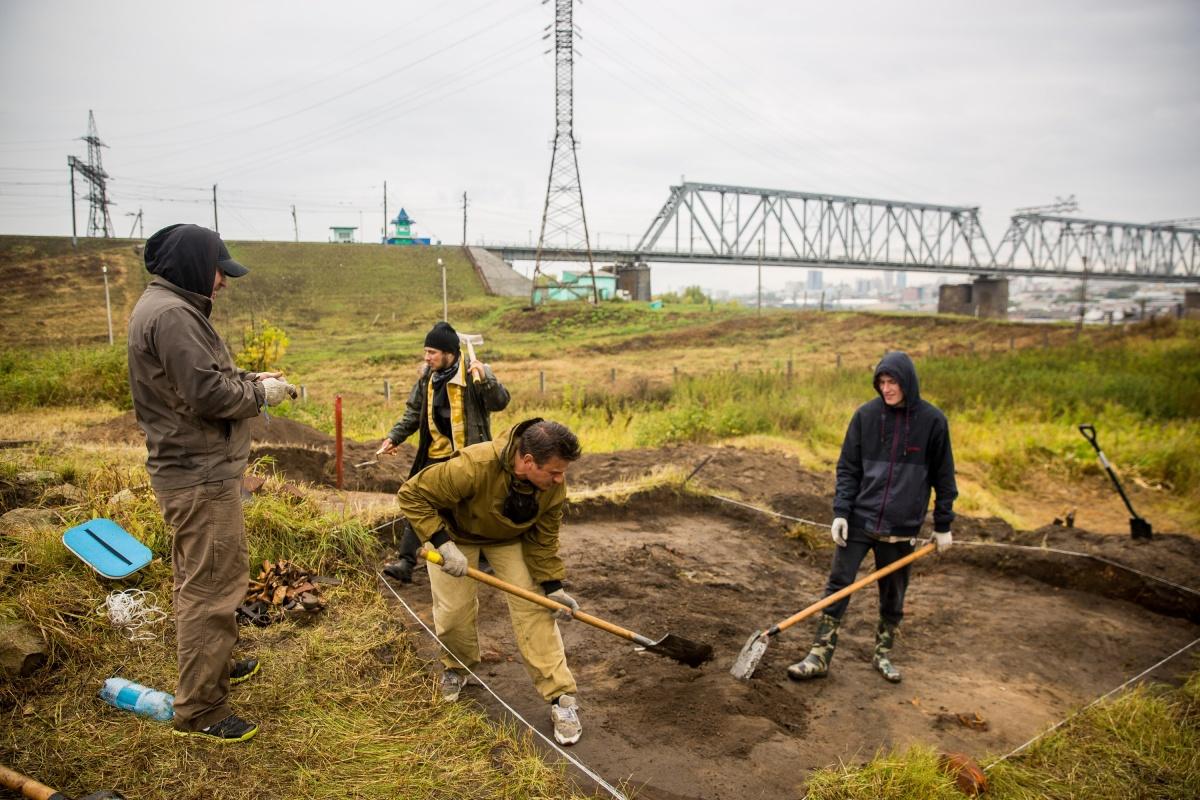 Археологи приступили к первым раскопкам и тут же наткнулись на человеческий череп