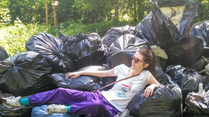 Добровольцы собрали в дендропарке мусора на три КамАЗа — новосибирцы загадили лес пластиком