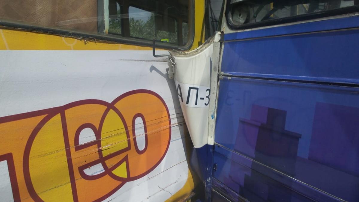 На Белореченской — Шаумяна автобус врезался в трамвай