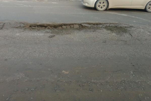 Просевший бетон не мешает автомобилистам