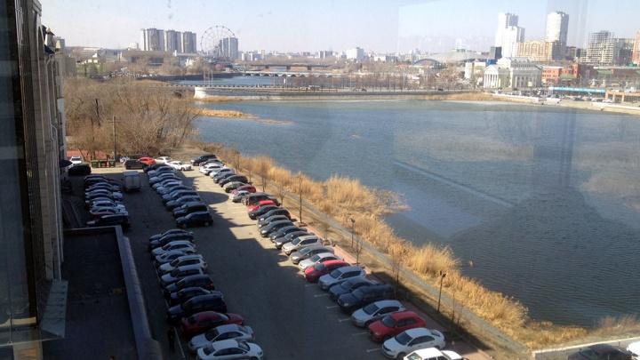 Прогулочная зона и выход к набережной: мэрия утвердила территорию нового сквера в центре Челябинска