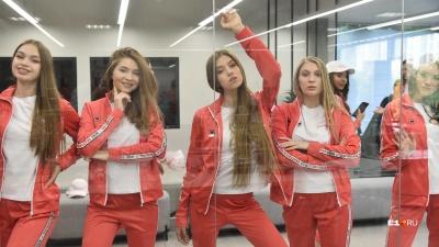 Красотки с «Мисс Екатеринбург» показали костюмы, которые для конкурса сшил известный дизайнер