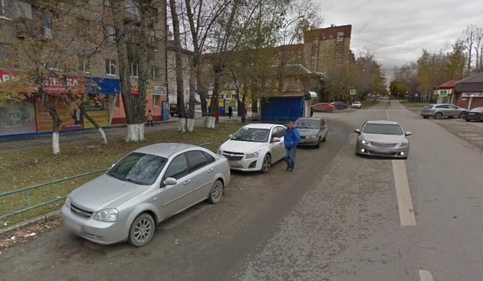 ГИБДД разыскивает тюменца, сбившего пешехода и протаранившего припаркованную иномарку