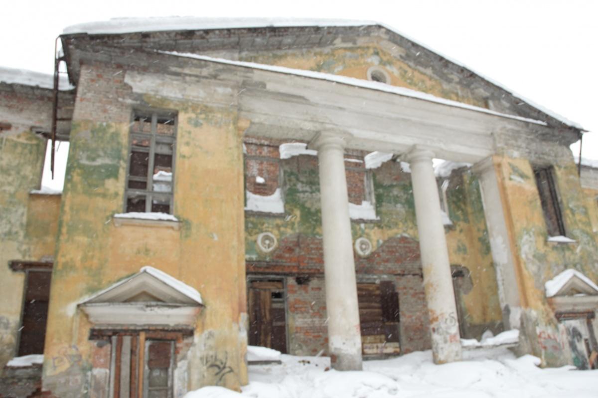 В 2011 году Дом культуры железнодорожников снесли. Он обветшал до такого плачевного состояния, что восстанавливать здание не было смысла. Сейчас на месте дома с колоннами стоит жилая «свечка»