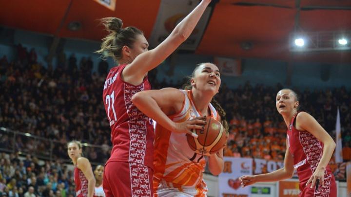 Баскетболистки УГМК разгромили московский клуб и пробились в полуфинал Кубка России