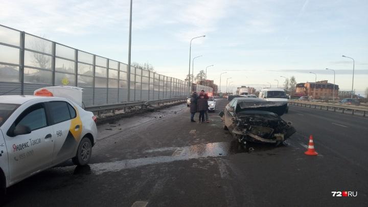 23-летняя тюменка на BMW влетела в отбойник