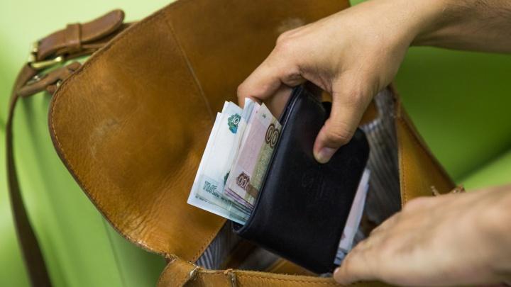 Выносили деньги и коньяк: трое новосибирцев получили сроки за серию квартирных краж