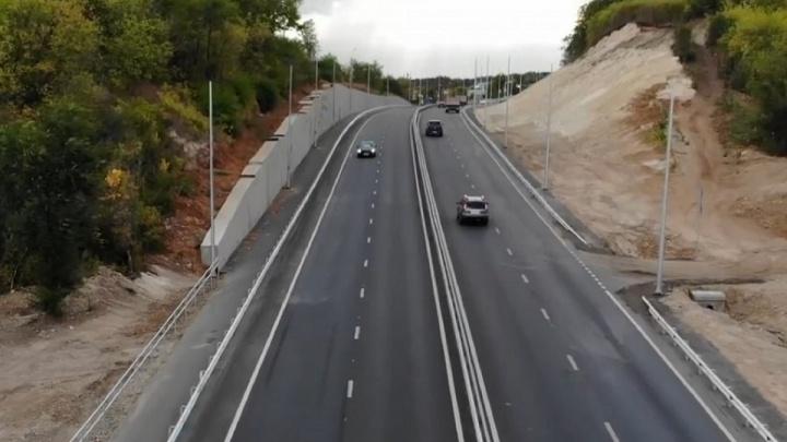 «Нам пришлось выкупать дорогу»: в Самаре завершили капитальный ремонт Красноглинского шоссе