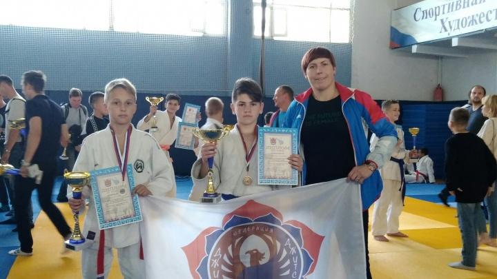 Борцы джиу-джитсу из Архангельской области взяли 7 медалей всероссийских соревнований в Петербурге