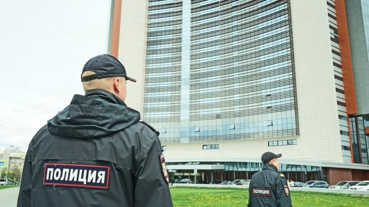 В центр Екатеринбурга стянули наряды полиции