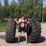«Одной левой»: силач из Ярославля поднимает машины, тракторные шины и людей над головой