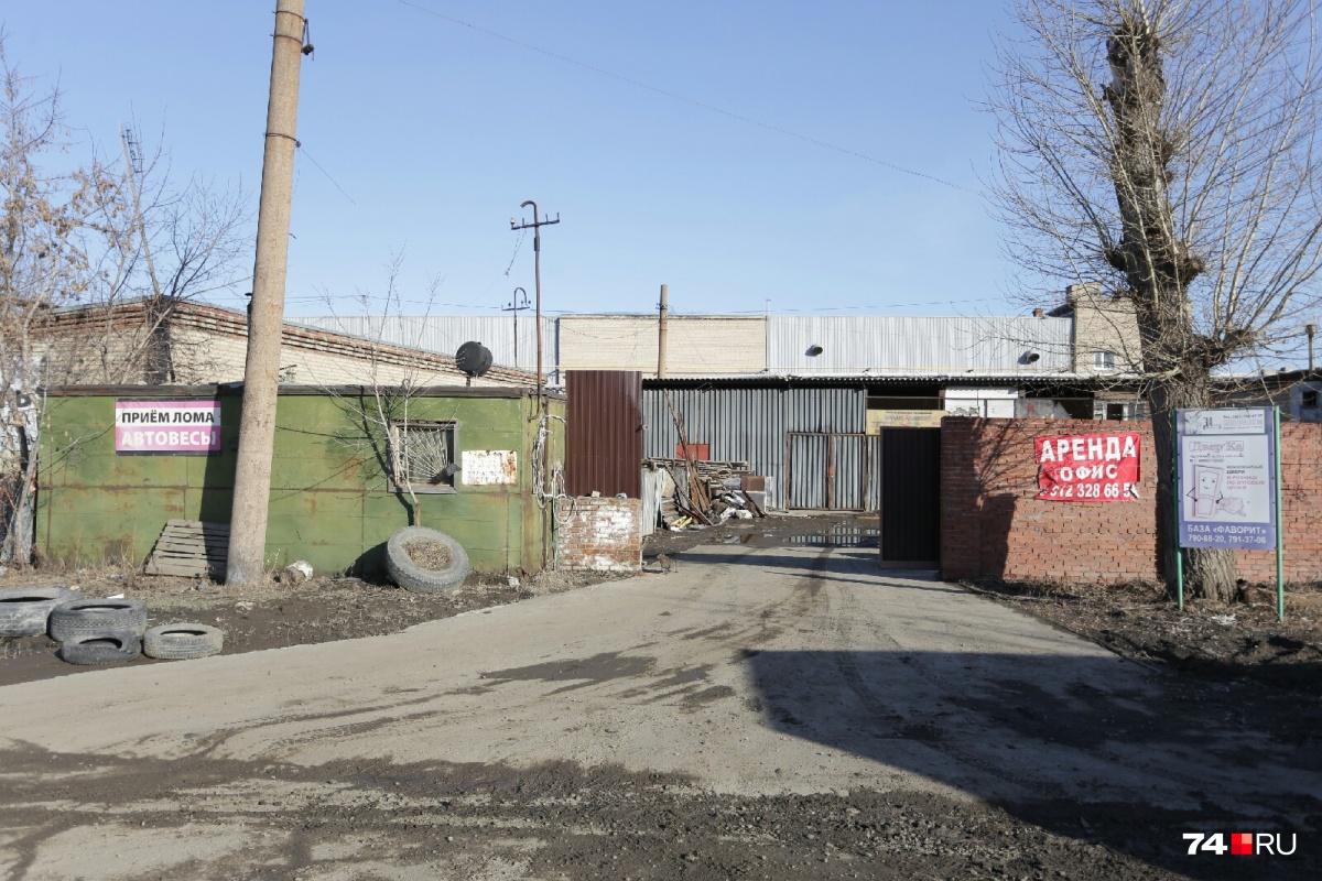 Обстоятельства конфликта с применением оружия на Свердловском тракте выясняют полицейские