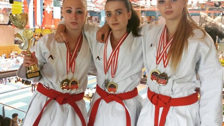 Новосибирские каратисты привезли с престижных соревнований в Австрии больше десятка медалей