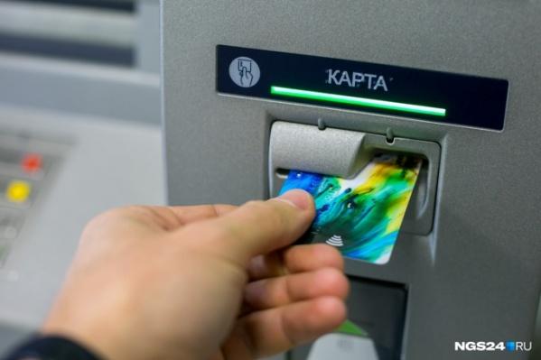 Девочка специально пошла в банкомат, чтобы перевести деньги мошеннику