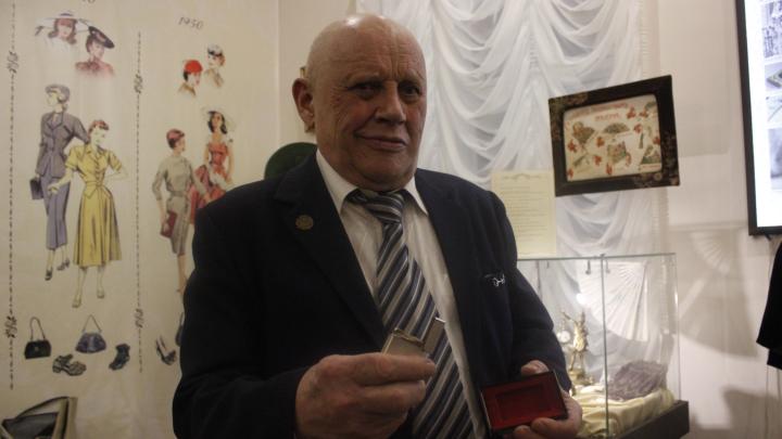 «Пользовался, пока курить не бросил»: пенсионер принёсв музей золотую зажигалку от президента