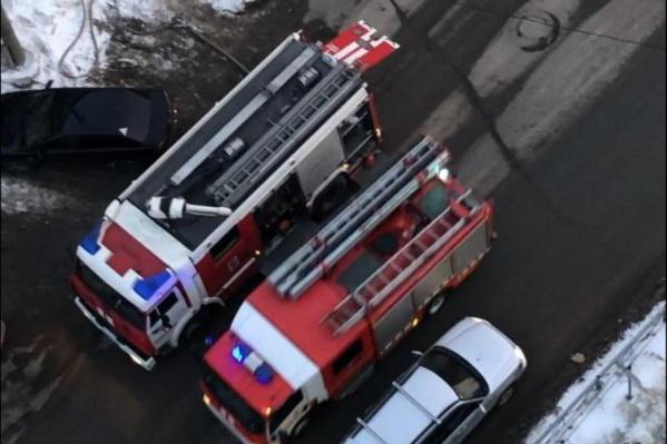 На месте работали пожарные, скорая и реанимобиль