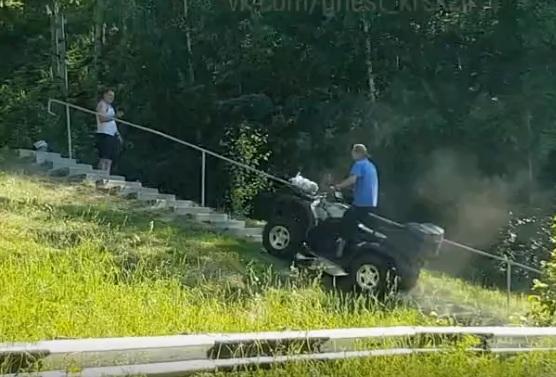 Наглые заезды на квадроциклах у озера в Подгорном сняли очевидцы